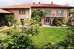 Italian holiday vacation apartment rental business for sale in Piedmont Italy - Garden area