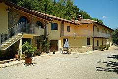 Luxury Family Home and three apartments for sale in Piedmont Italy - PRICE REDUCTION - Luxury family home and three guest apartments with commanding views over the Belbo wine valley.