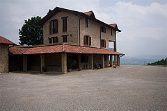 Luxury Farmhouse for sale in Piemonte - PRICE REDUCTION - Restored Italian farmhouse finished to a high standard with panoramic views and vineyard.