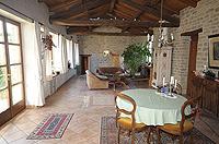 Renommiertes Landhaus zum Verkauf im Piemont Italien. - Spacious living area