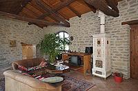 Renommiertes Landhaus zum Verkauf im Piemont Italien. - Exposed stone and wooden ceilings are a feature