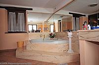 Renommiertes Landhaus zum Verkauf im Piemont Italien. - The bath is built from Portuguese marble
