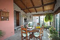 Renommiertes Landhaus zum Verkauf im Piemont Italien. - Fully covered terrace area