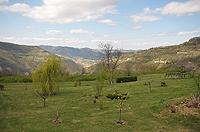 Renommiertes Landhaus zum Verkauf im Piemont Italien. - Garden area and views from the property