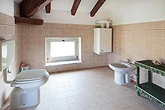 Immobile di Prestigio in vendita in Piemonte - Bathroom in attic area