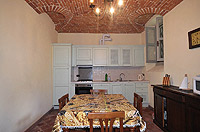 Luxury Property for sale in Piedmont Italy. - Kitchen with vaulted ceiling