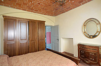 Luxury Property for sale in Piedmont Italy. - Bedroom with vaulted ceiling