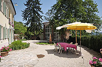Bella cascina in vendita in Piemonte - Courtyard area to the front of the property