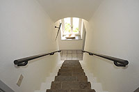 Bella cascina in vendita in Piemonte - Stairs leading to the first floor