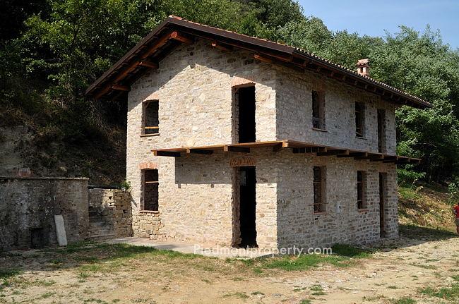 Langhe stone property in piemonte cortemilia 6509 piedmont property - Bombolone gas casa ...