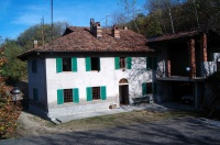 Italian Farmhouse property for sale in Piemonte - PRICE REDUCTION - Opportunity to buy an attractive farmhouse with vineyard views in the prestigious area close to Alba, Barbaresco and Neive.
