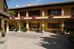 Italian Bed and Breakfast for sale, Alba, Piemonte Italy - Spacious character property close to Alba, Barbaresco and Barolo.