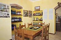 Italian Bed and Breakfast for sale, Alba, Piemonte Italy - Guest area