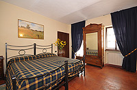 Holiday Rental - Restored Farmhouse 3km from Alba for self catering holidays - Casa Lusia - Bedroom