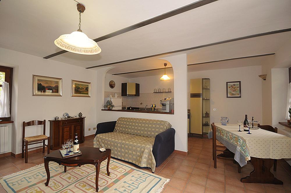 Holiday rental restored farmhouse 3km from alba for self - Ingresso soggiorno cucina ambiente unico ...