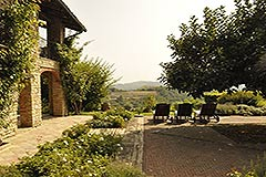 Luxury Property for sale in the Langhe Piemonte - Courtyard