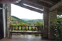Luxusimmobilie zum Verkauf in der Langhe, Piemont - Guest terrace area