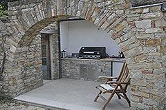 Luxusimmobilie zum Verkauf in der Langhe, Piemont - Outside kitchen area