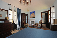 Historic Property for sale in Piemonte Italy. - Spacious bedroom with bathroom
