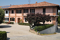 Luxury Home for sale in Italy - Luxurious country home set in the vineyards of the famous Langhe region