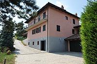 Luxuriöses Haus zum Verkauf im Piemont, Italien - Back view of the property