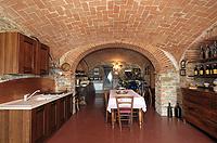 Luxuriöses Haus zum Verkauf im Piemont, Italien - Italian wine cantina