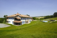 Hotel, Restaurant & Privatvilla zum Verkauf im Piemont Italien. - View of the business