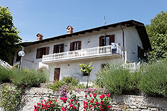 Country house with panoramic mountain views. - Charming country home less than an than an hour from the Ligurian sea and skiing. Perfect holiday rental potential..