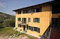 Piemontese farmhouse for sale with Barbera,Moscato and Dolcetto vineyards. - Courtyard area