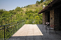 Piemontese farmhouse for sale with Barbera,Moscato and Dolcetto vineyards. - Additional terrace area