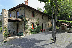 Langhe Stone House and Barn for sale in Piemonte - Restored Langhe stone house and barn in the most panoramic location.