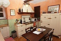 Renommiertes Landhaus zum Verkauf im Piemont Italien. - Kitchen