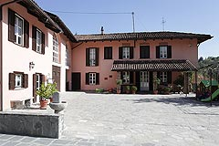 Prestigious Country Home for sale in Piemonte - Entrance to the property