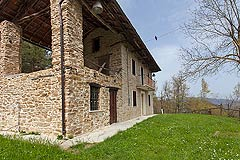 Traditional Italian rustic style home for sale in Piedmont. - Charming Langhe stone farmhouse nestling in the heart of the Piemonte countryside. Very tranquil location.