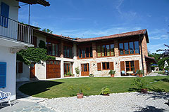 Country estate for sale in Piemonte Italy. - The property is a traditional L shape