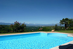 Country estate for sale in Piemonte Italy. - Panoramic mountain views from the pool