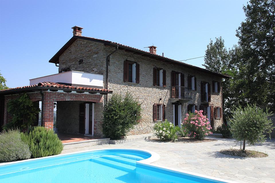 Bella casa in vendita nelle langhe del piemonte vesime 6704 piedmont property immobili - Piscina nizza monferrato ...