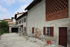 Italian Farmhouse Renovation Project with mountain views - Courtyard area