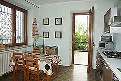 Landhaus zum Verkauf in der Region Langhe (Piemont). - Kitchen area