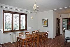 Landhaus zum Verkauf in der Region Langhe (Piemont). - Dining area