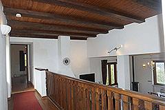 Landhaus zum Verkauf in der Region Langhe (Piemont). - Exposed wood ceiling