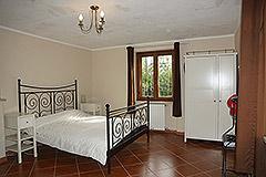 Landhaus zum Verkauf in der Region Langhe (Piemont). - Bedroom