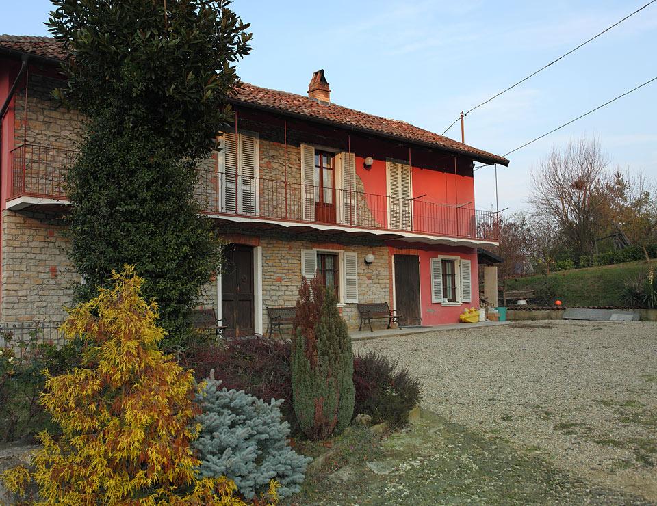 Casale in vendita in nelle langhe piemonte cossano belbo for Prezzo medio della casa di 3 camere da letto