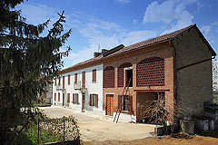Traditional Italian farmhouse for restoration - Beautiful Piemontese farmhouse for renovation, walking distance to charming town facilities