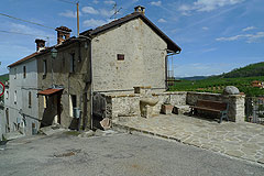 Italian village house - Village house with private garden area.