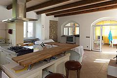 Bauernhaus zu verkaufen in Piemont - Kitchen and dining area
