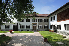 Restored Italian farmhouse - Courtyard area