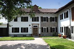 Restored Italian farmhouse - Entrance to the property