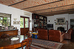 Restored Italian farmhouse - The property features vaulted ceilings