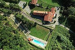 Langhe Steinhaus in einer kleinen, exklusiven Residenz, zum Verkauf im Piemont. - Tranquil position